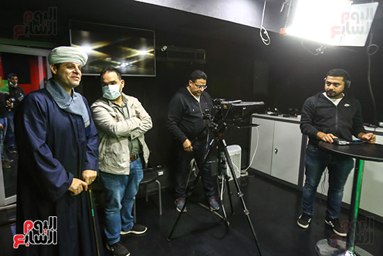 الشيخ محمود التهامى والزميل لؤى على داخل استوديو اليوم السابع