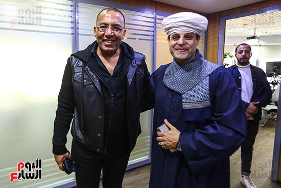 الشيخ محمود التهامى نقيب المنشدين والكاتب خالد صلاح رئيس التحرير