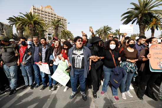 2021-02-06T142624Z_1409266138_RC22NL9HP0L1_RTRMADP_3_TUNISIA-PROTESTS