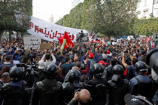 2021-02-06T132131Z_1253154055_RC21NL9NRC9W_RTRMADP_3_TUNISIA-PROTESTS