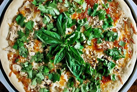 طريقة عمل البيتزا بالفراخ من المطبخ التايلندي