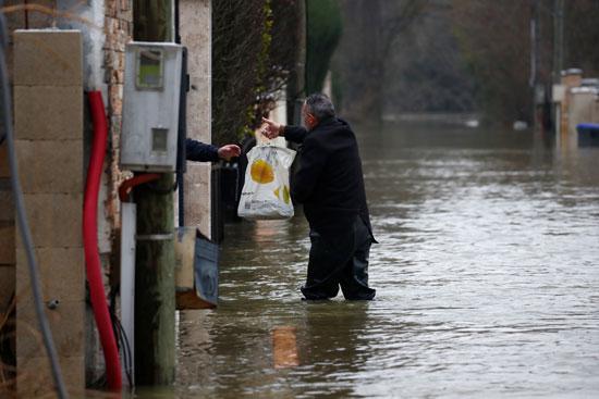 فيضانات فرنسا (11)