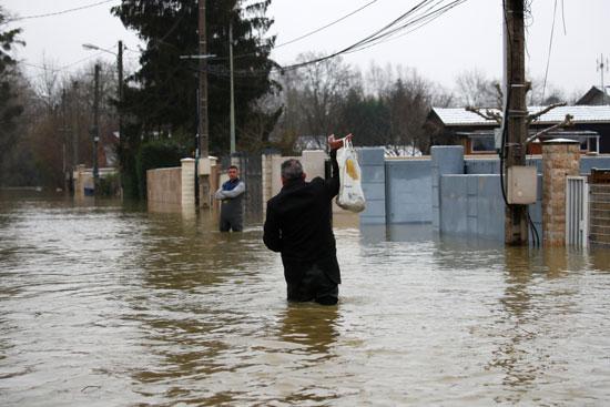 فيضانات فرنسا (10)