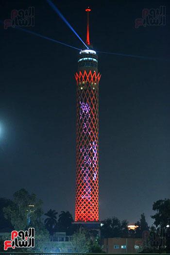 برج القاهرة يتزين بالعلم الإماراتى احتفالا بمسبار الأمل