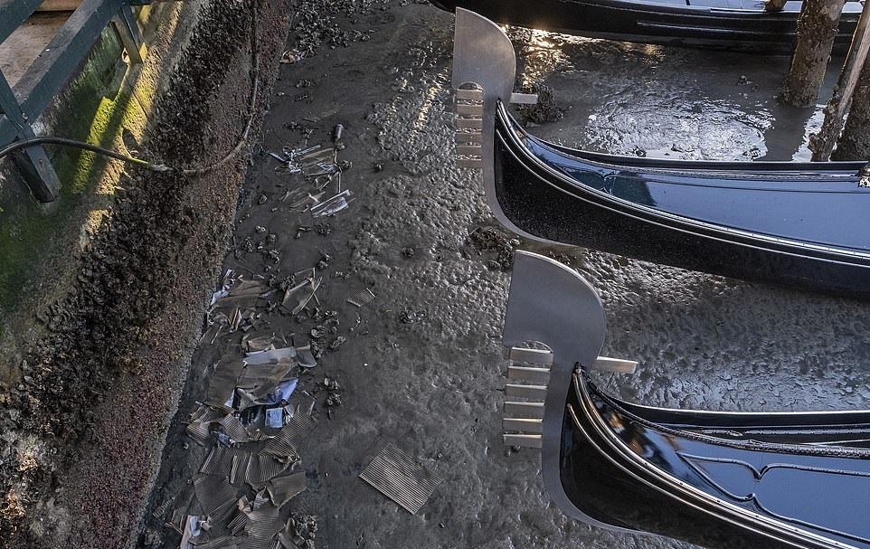 جفاف قنوات مدينة البندقية الشهيرة في إيطاليا (7)