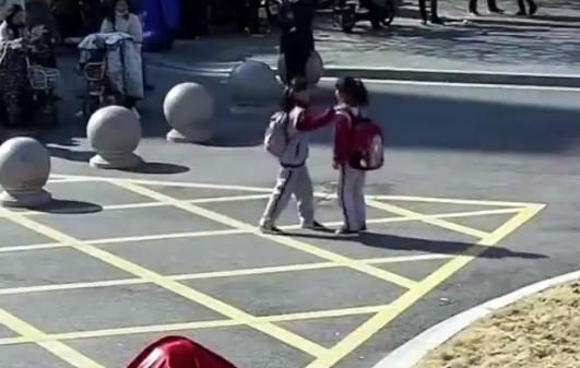عروض امام مدرسة صينية