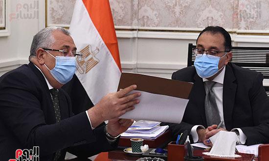 رئيس الوزراء يتابع ملفات عمل وزارة الزراعة (4)