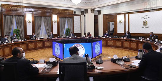 رئيس الوزراء يتابع موقف عدد من المشروعات مع وزير الاسكان  (1)