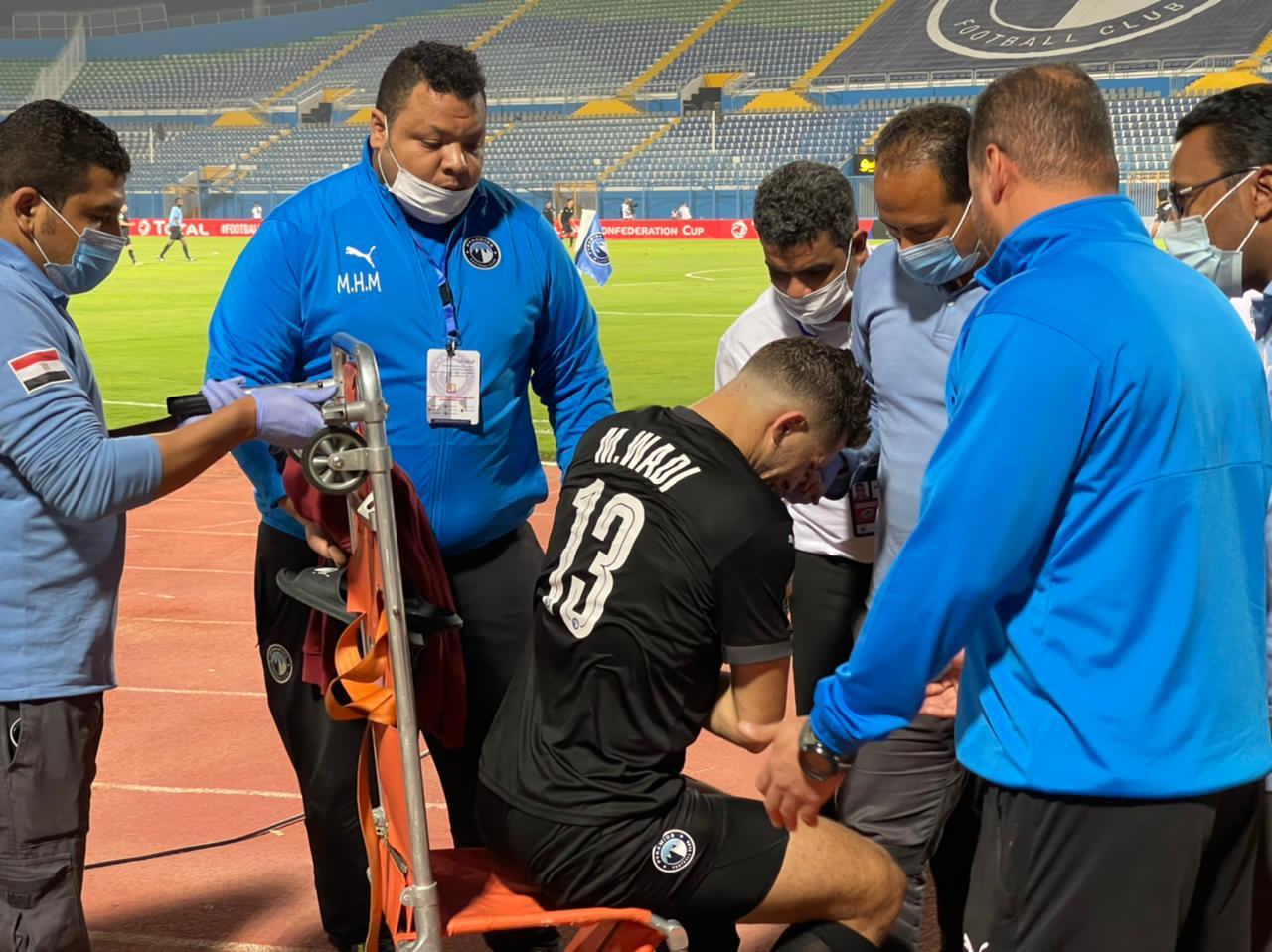 محمود وادى خلال الخروج من المباراة