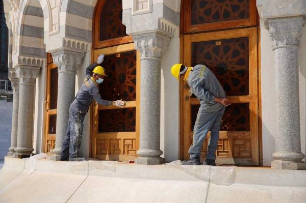 اعمال صيانة ابواب المسجد الحرام