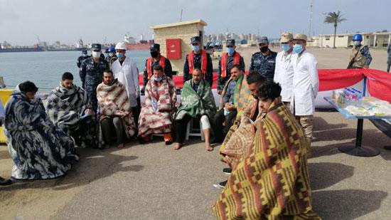 القوات البحرية تنجح فى إنقاذ طاقم سفينة نقل بضائع (4)