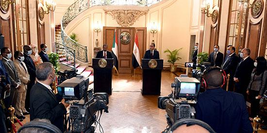 رئيس الوزراء بمؤتمر صحفى مع نظيره السودانى (11)