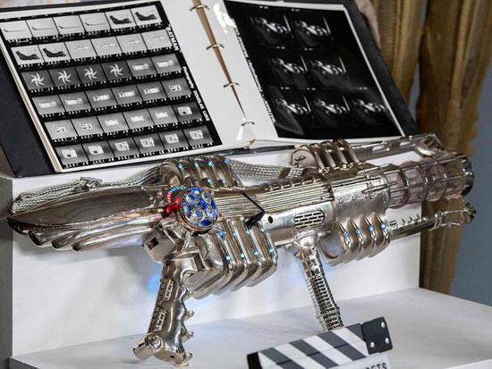 سلاح خاص بالنجم أرنولد شوازنجير من فيلم باتمان وروبين