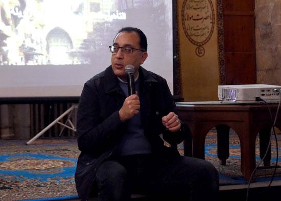 رئيس الوزراء على بساط المحبة مع سكان القاهرة التاريخية (3)