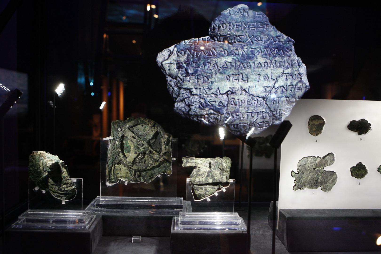 بقايا آلة أنتيكيثيرا  في المتحف بأثينا