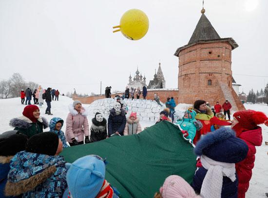 روسيا تودع فصل الشتاء وتستقبل الربيع بكرنفال ماسلينيتسا (6)