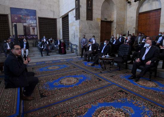 رئيس الوزراء على بساط المحبة مع سكان القاهرة التاريخية (1)