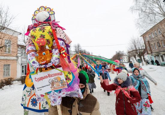 روسيا تودع فصل الشتاء وتستقبل الربيع بكرنفال ماسلينيتسا (8)