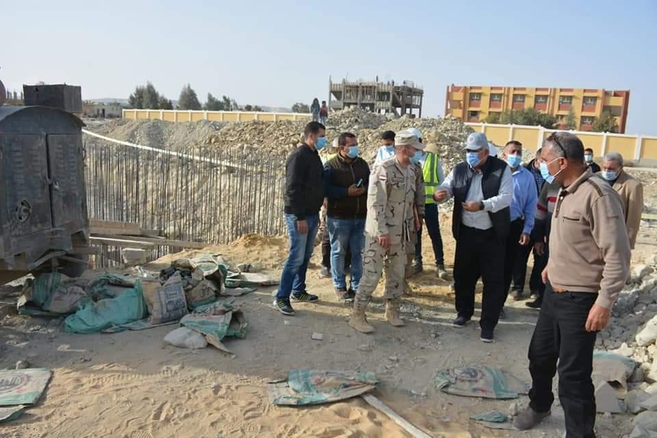 زيارة المحافظ والمسئولين لمواقع التطوير  (2)