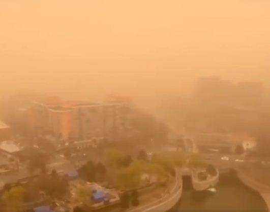 عاصفة رملية تغزو الصين