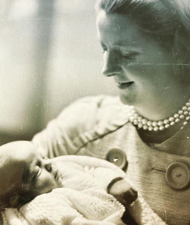 صورة نادرة لوالدة الأميرة ديانا