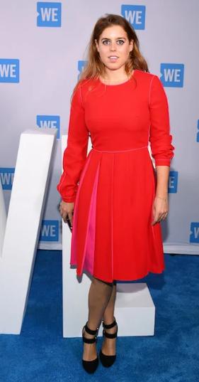 بياتريس ترتدى اللون الأحمر