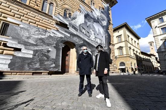 تركيب فني على واجهة قصر ستروزي