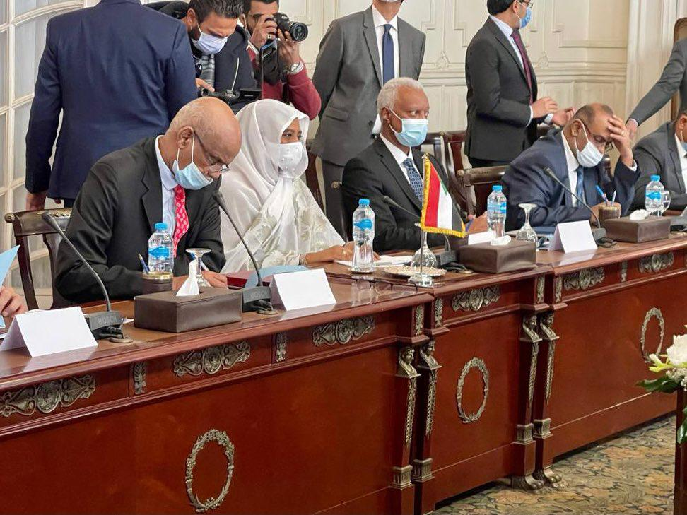 مريم صادق المهدى وزيرة خارجية السودان والوفد المرافق خلال المباحثات