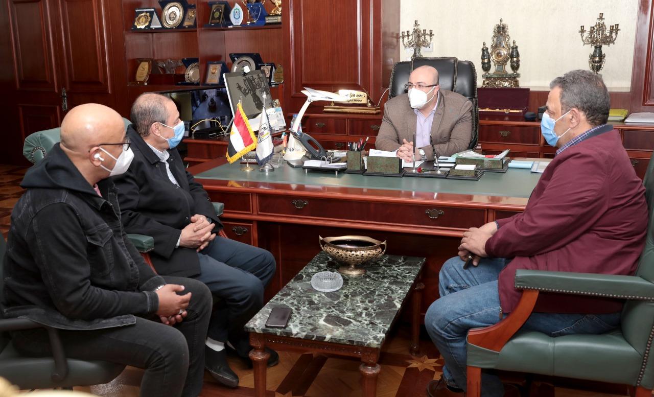 محافظ بنى سويف خلال اللقاء بوفد وزارة الصحة (1)