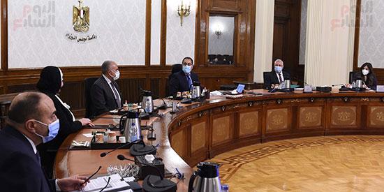 اجتماع رئيس الوزراء مصطفى مدبولى  لمتابعة خطوات التوسع فى منظومة الرى الحديث (4)