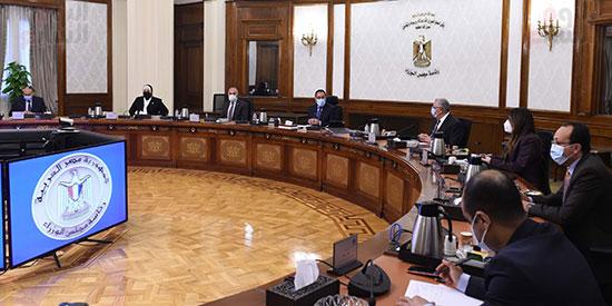 اجتماع رئيس الوزراء مصطفى مدبولى  لمتابعة خطوات التوسع فى منظومة الرى الحديث (3)