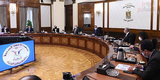اجتماع رئيس الوزراء مصطفى مدبولى  لمتابعة خطوات التوسع فى منظومة الرى الحديث (6)