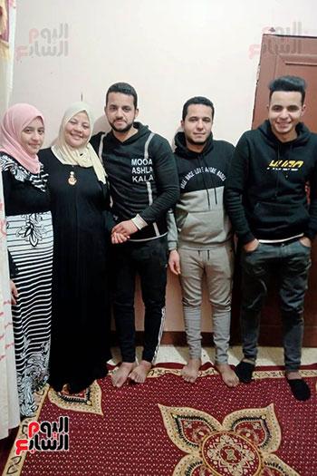 الست-سهير-مع-ابنائها