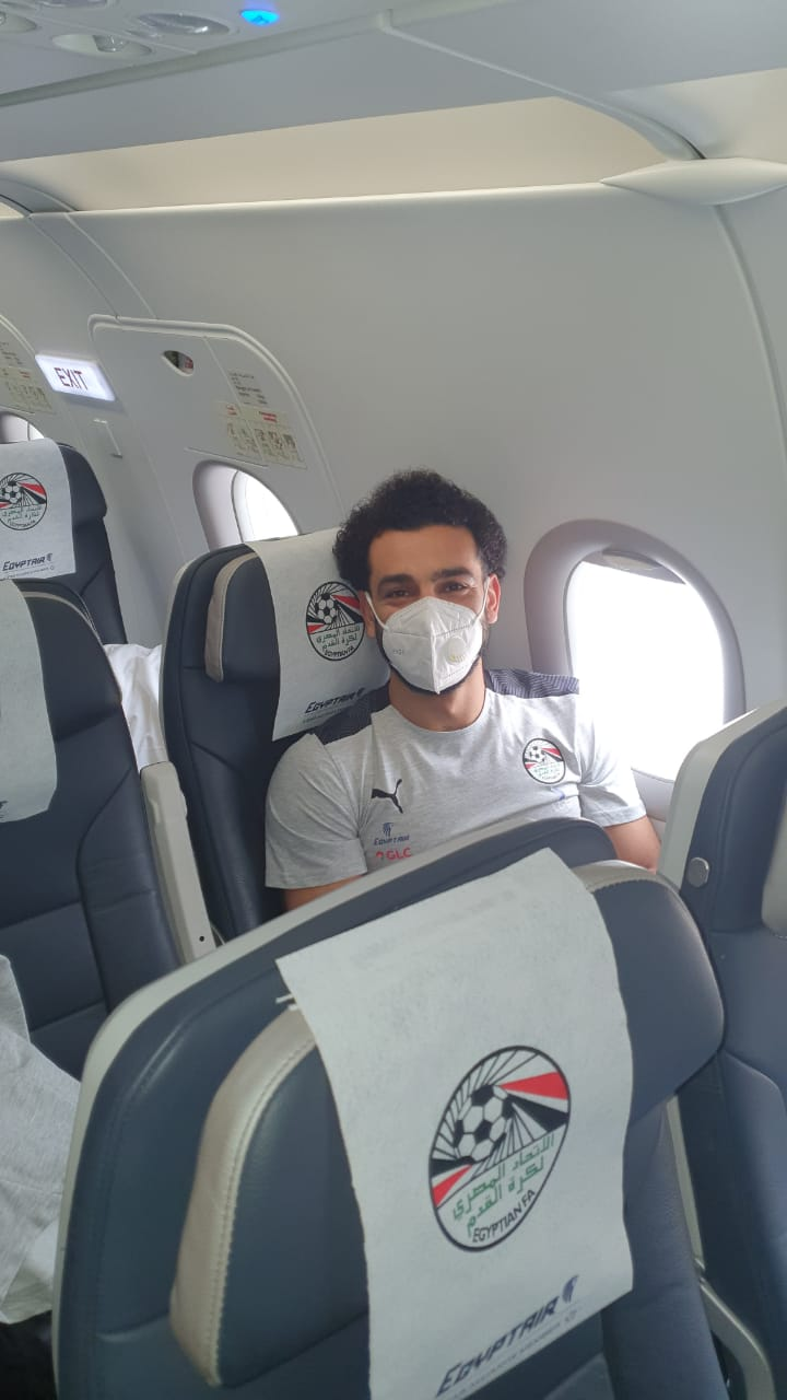 بعثة المنتخب الوطني تطير إلى نيروبي علي متن رحلة خاصة لمصر للطيران (4)