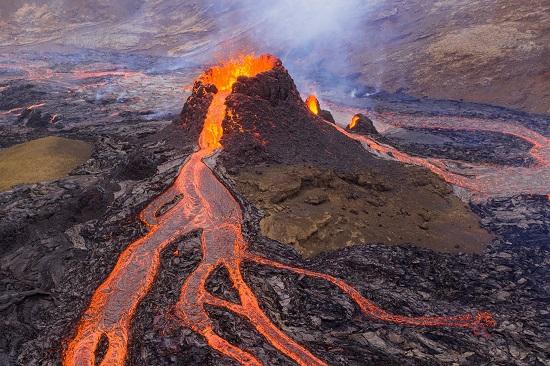 ثوران البركان (2)