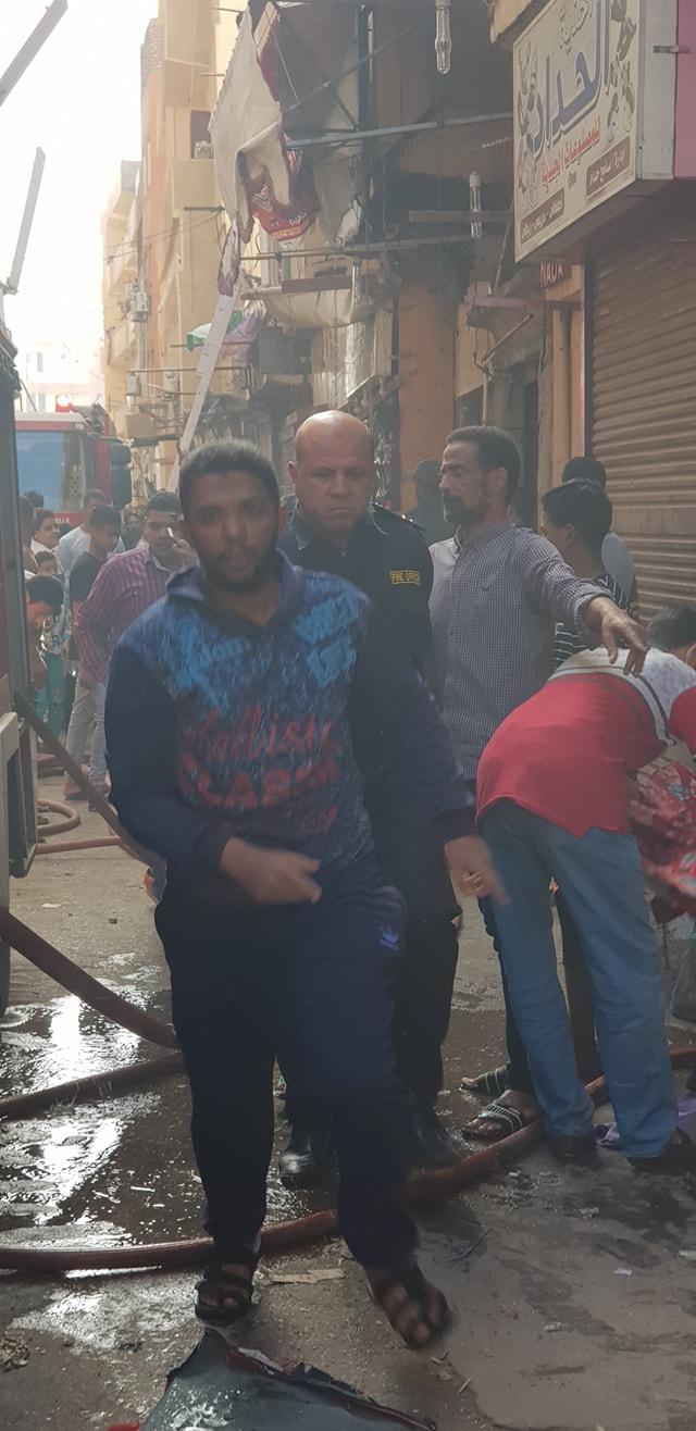 جانب من السيطرة على حريق شقة بمدينة الاقصر