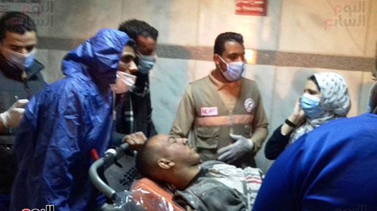 فريق-من-شباب-الهلال-الأحمر-المصرى-يشاركون-بخدمة-مصابى-حادث-قطارى-طهطا-(1)