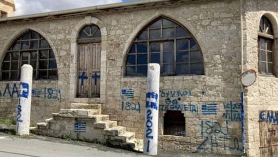 تشويه واجهة مسجد فى قبرص (3)