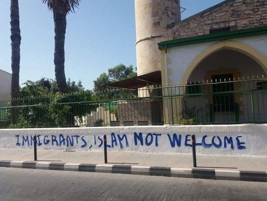 تشويه واجهة مسجد فى قبرص (4)