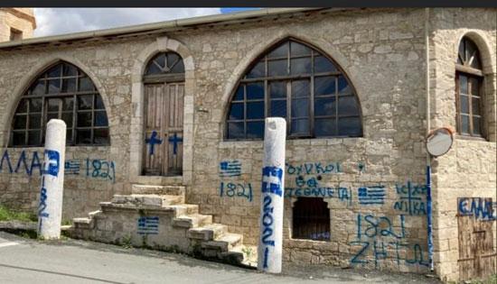 تشويه واجهة مسجد فى قبرص (2)