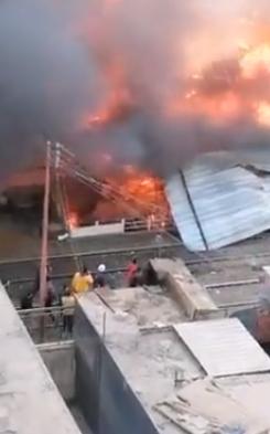 حريق محال بجوار محطة قطار الزقازيق (1)