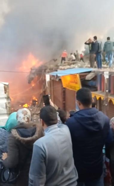 حريق محال بجوار محطة قطار الزقازيق (4)