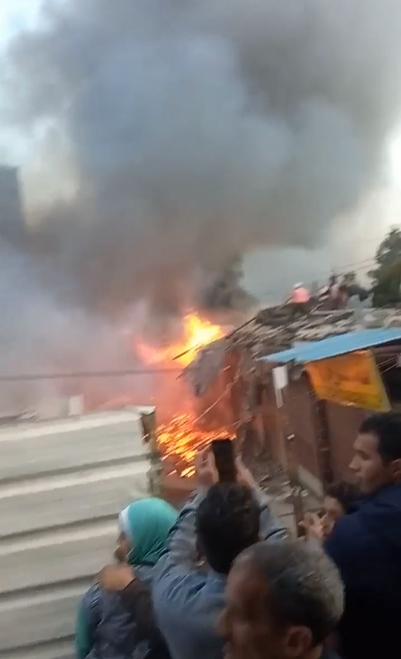 حريق محال بجوار محطة قطار الزقازيق (2)