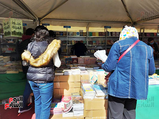 الزوار-بمعرض-الكتاب-بالاسكندرية