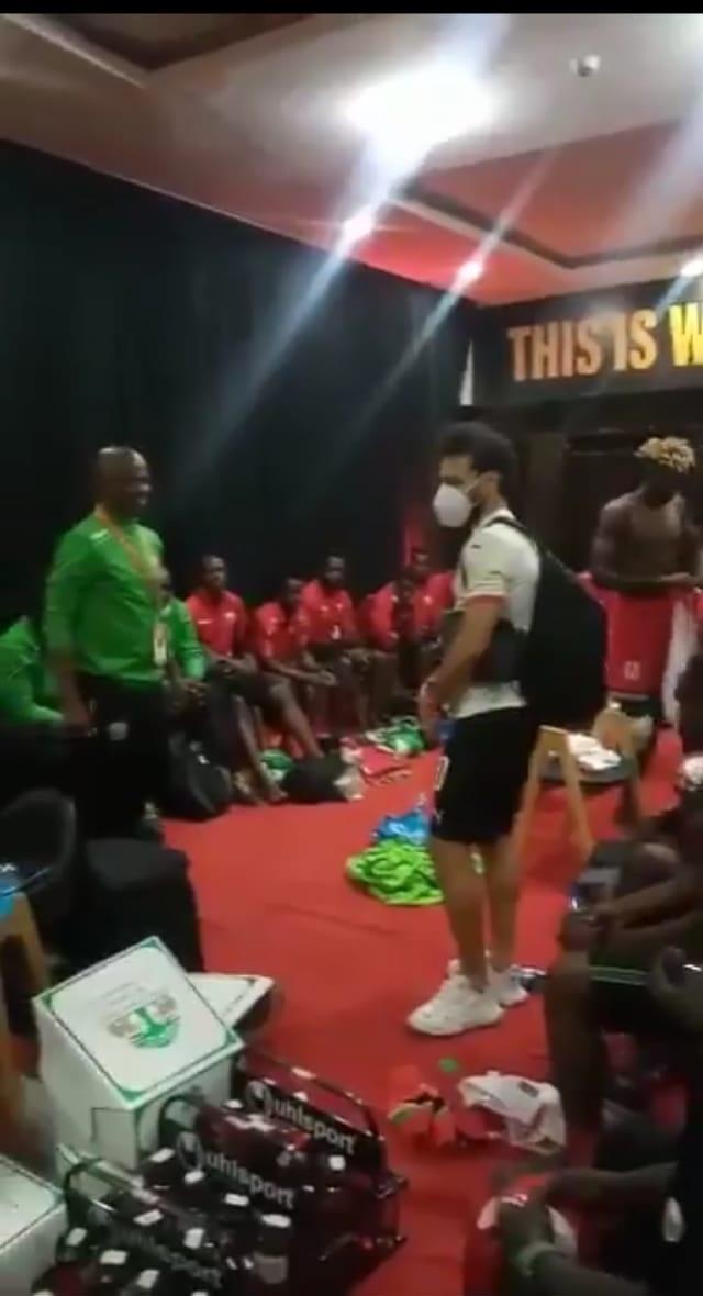 محمد صلاح يواسى لاعبو كينيا