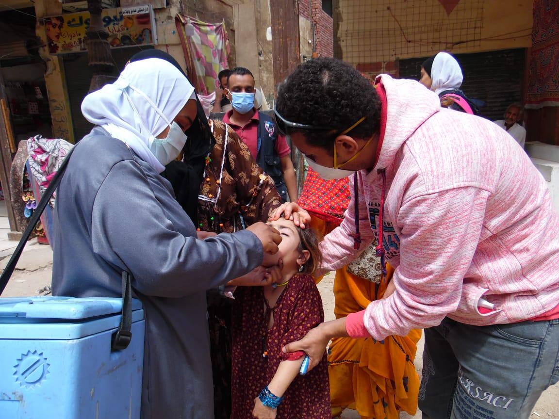 تطعيم الأطفال بأسوان