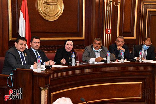 اجتماع لجنة الصناعة (5)