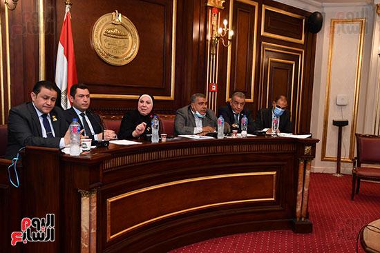 اجتماع لجنة الصناعة (4)