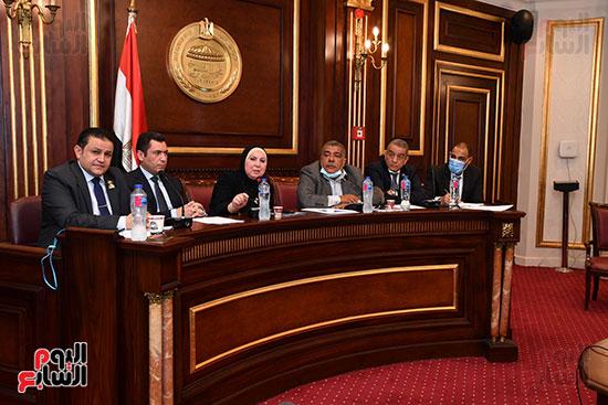 اجتماع لجنة الصناعة (3)