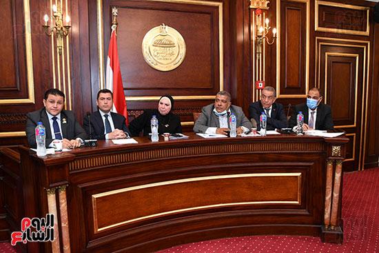 اجتماع لجنة الصناعة (12)